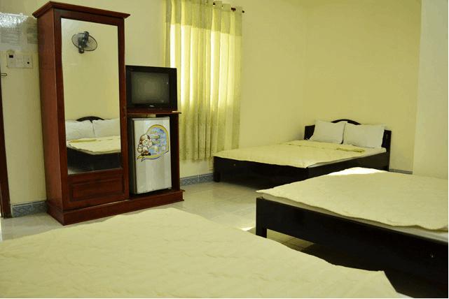 Phòng ngủ rộng rãi, chăn ga luôn được phủ mới