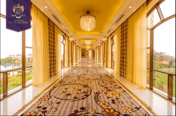 Bên trong resort được thiết kế tinh tế, ánh sáng chan hòa