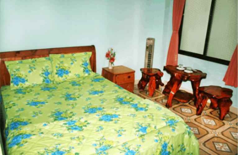 Phòng ngủ lịch sự và đầy đủ nội thất