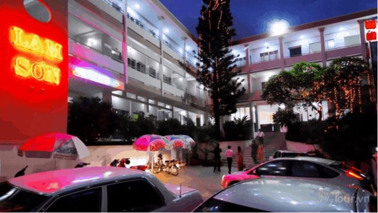 Khách sạn Lam Sơn buổi tối