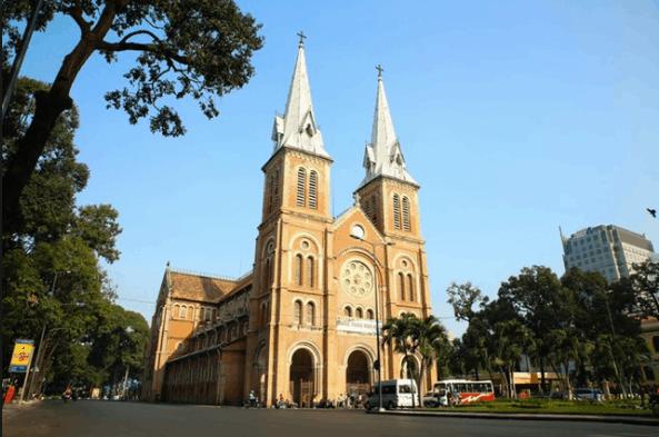 Nhà thờ Đức Bà mang phong cách kiến trúc châu Âu tuyệt đẹp hấp dẫn du khách