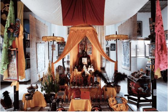 Đến thắp nén nhang cầu may tại chùa Tây tạng