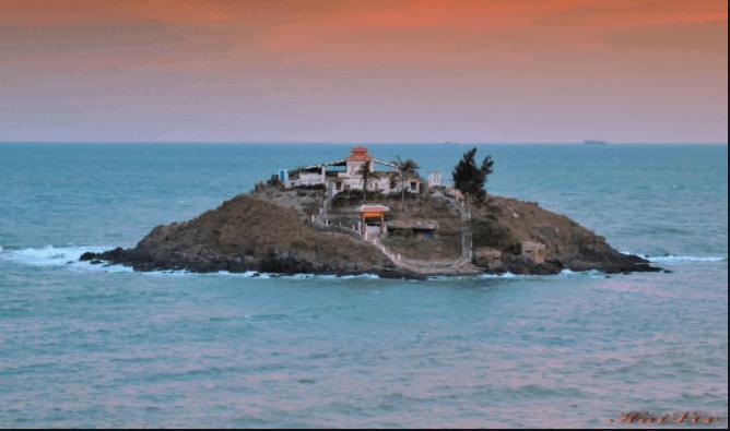 Đảo Hòn bà nằm chơ vơ giữa biển khơi