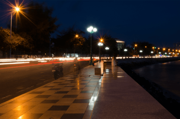 Mặt trời lặn là lúc đường phố lên đèn