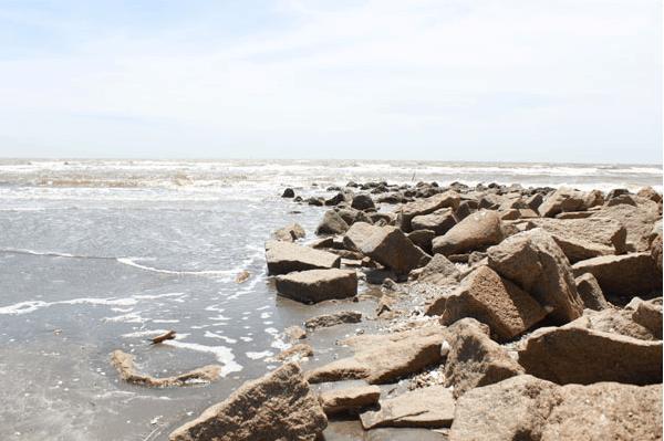 Bãi biển đơn sơ, bình yên