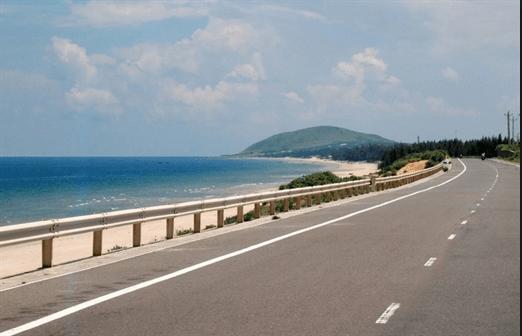 Con đường ven biển đến Hồ Cốc đẹp lung linh