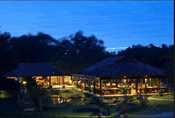 Nhà hàng nằm tại vị trí thiên nhiên thoáng mát