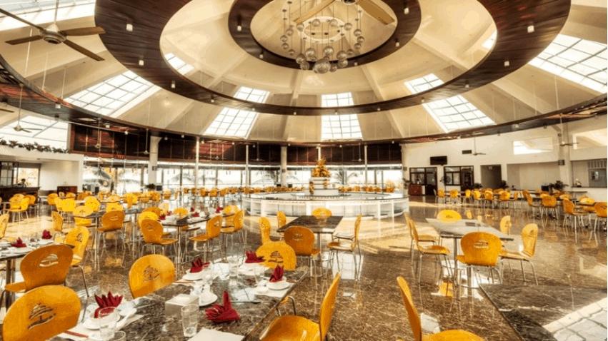 Nhà hàng rộng rãi và mới lạ