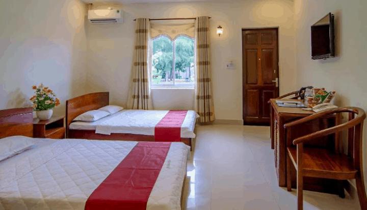 Phòng ngủ gọn gàng và đầy đủ nội thất
