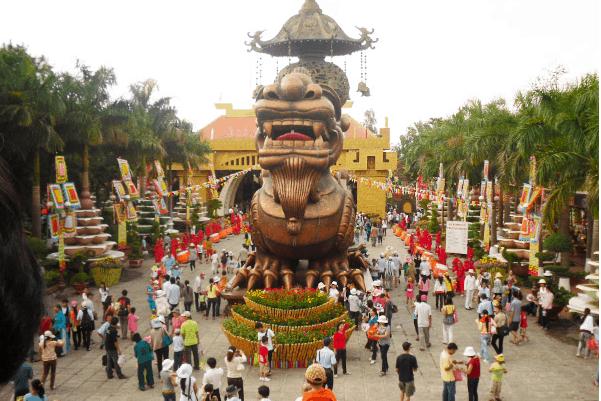 Khu du lịch Suối Tiên thu hút rất nhiều du khách