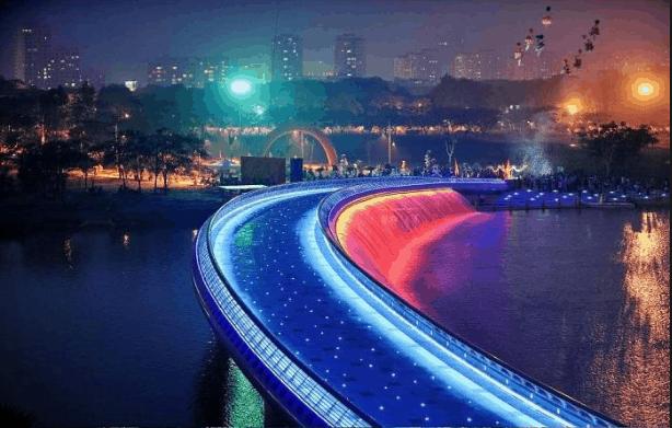 Cầu ánh sao là địa điểm hấp dẫn để đón giao thừa dịp Tết Tây
