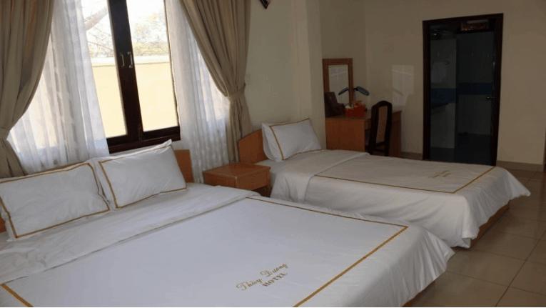 Phòng ngủ đơn giản nhưng đầy đủ nội thất