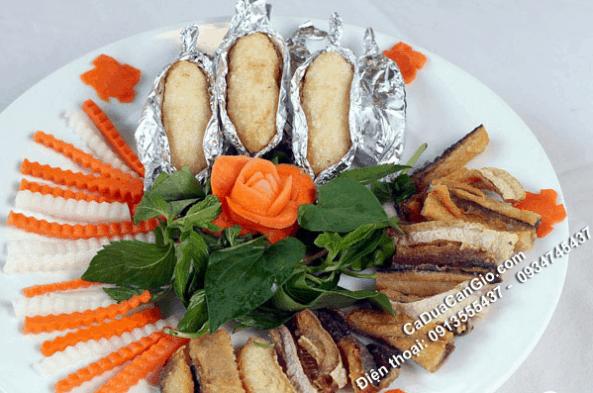 Món cơm nắm cá dứa khô một nắng