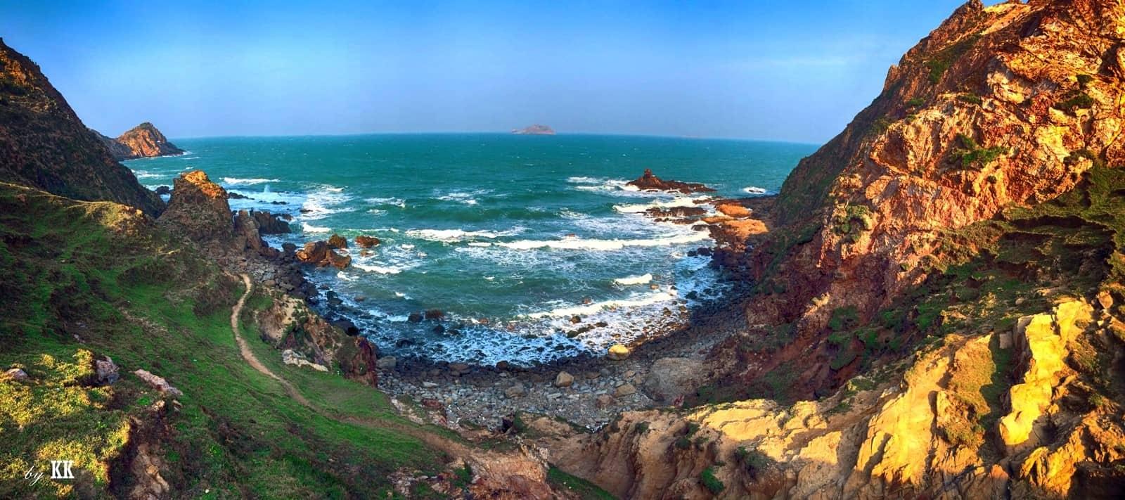 Bãi Eo Gió - Biển Nhơn Lý (Ảnh: ST)