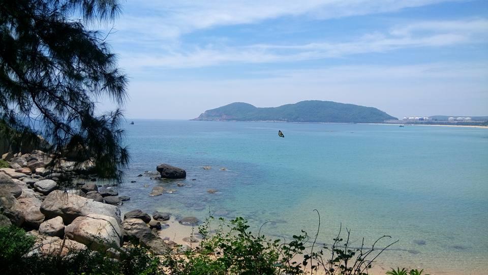 Ảnh chụp toàn cảnh biển Dung Quất. (Ảnh ST)