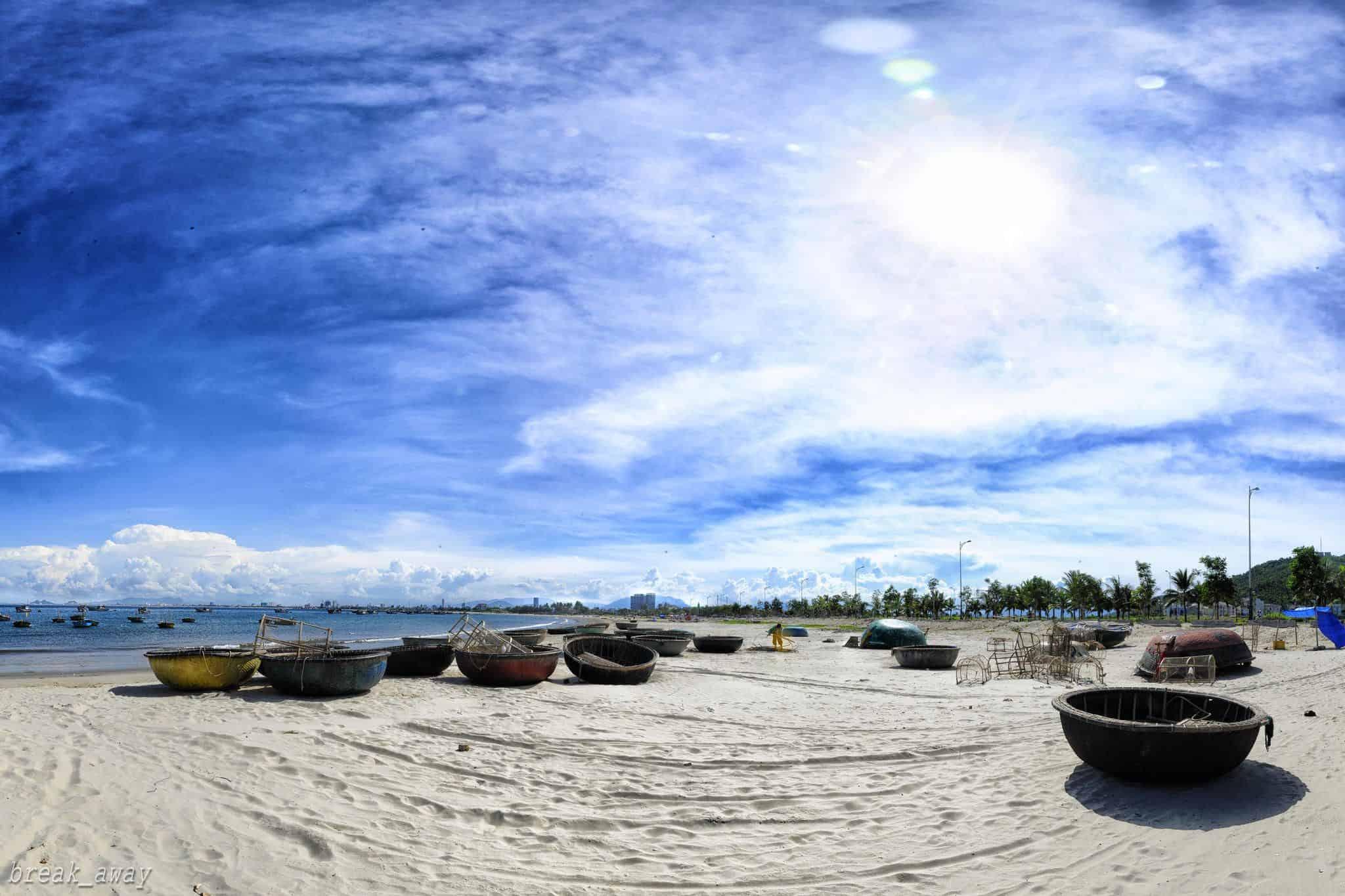 Bãi biển Mỹ Khê vào những ngày nắng. (Ảnh ST)