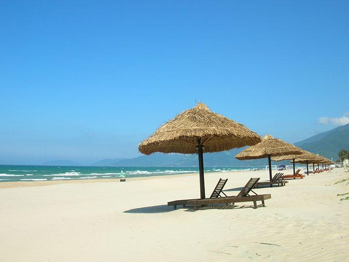 Vẻ bình yên bên bãi biển Mỹ Khê. (Ảnh ST)