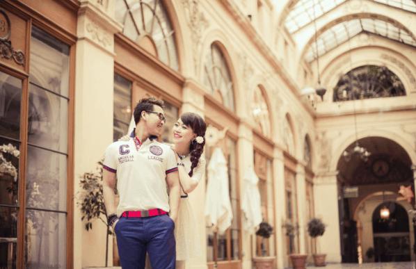 Romantic wedding photos at the City Post Office