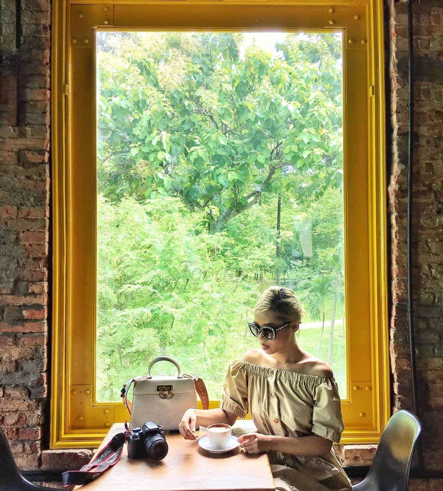 Bức ảnh tuyệt đẹp với khung cửa sổ thần thánh