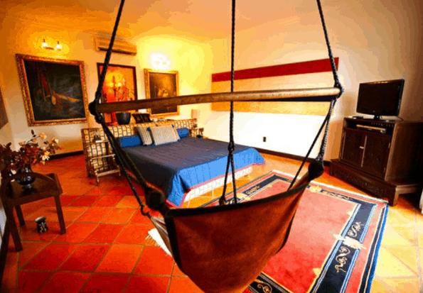 Phòng nghỉ có không gian kiến trúc cổ kính