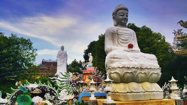 du khách không nên bỏ qua ngôi chùa Thiên Ấn