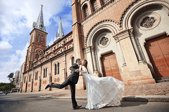 Beautiful wedding photography at Notre Dame Cathedral thờ