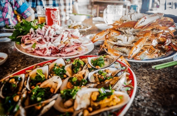 Có rất nhiều hải sản tươi ngon cho bạn thưởng thức