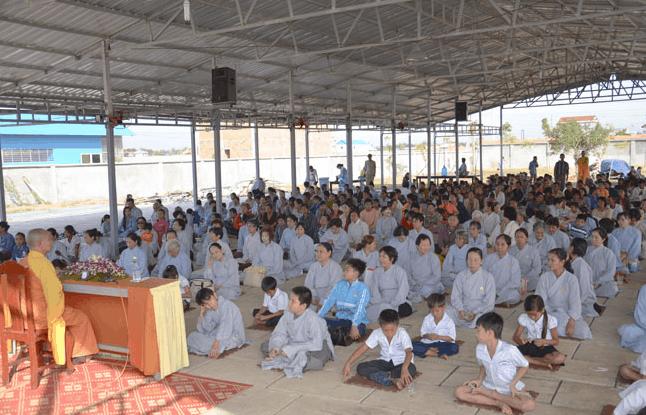 Từ các bé nhỏ cho tới người lớn đều có thể tham dự khóa tu niệm Phật một ngày