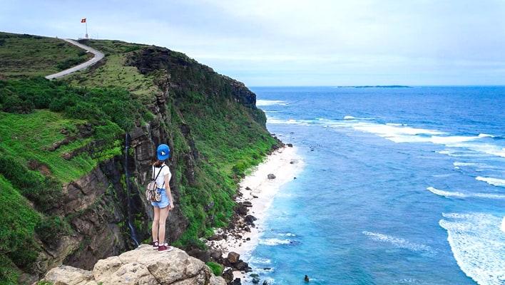 Bờ biển của đảo Lý Sơn chụp từ trên cao. (Ảnh ST)