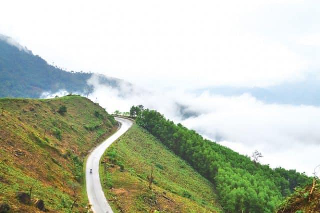 Thung lũng Thanh An thơ mộng nằm ngay cạnh những con đèo quanh co (Ảnh sưu tầm)