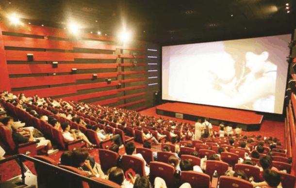 Mọi người có thể lựa chọn đi xem phim vào những ngày tết