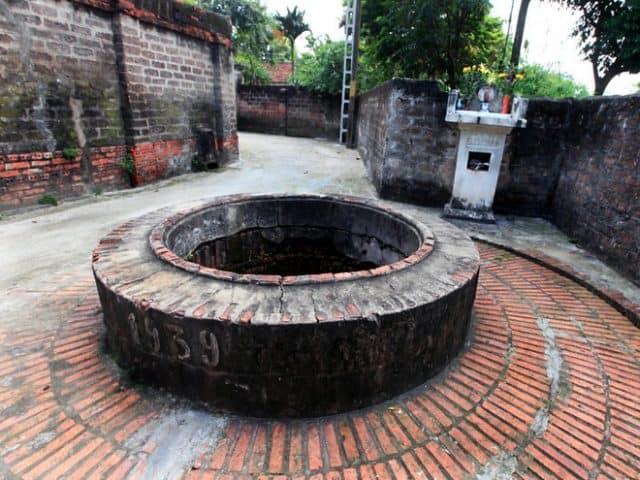 Giếng cổ trong làng Đường Lâm
