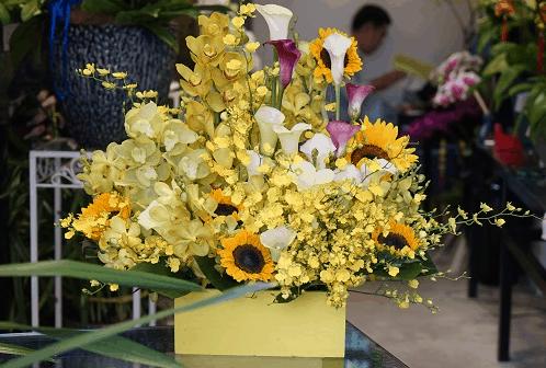 Giỏ hoa vàng đẹp lung linh