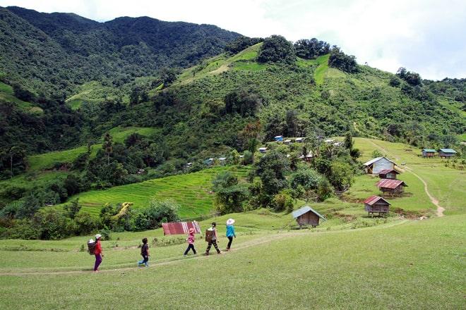 Đường phía chân núi của Ngọc Linh Sơn. (Ảnh ST)