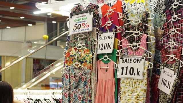 Hàng sale tại Sài Gòn Square