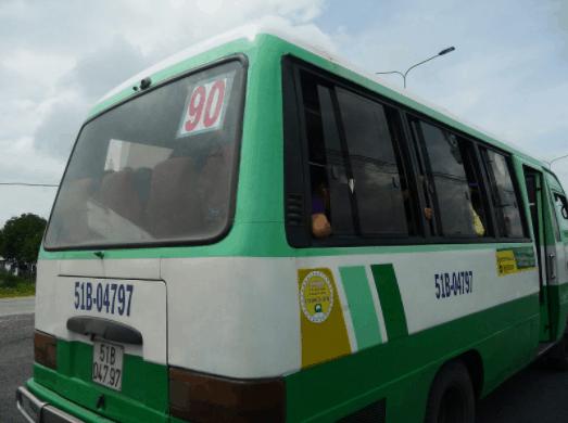 Du khách di chuyển trên xe buýt 90 tới biển Cần Giờ