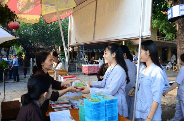 Hình ảnh đẹp về ngày tu sinh viên hướng về Phật Pháp