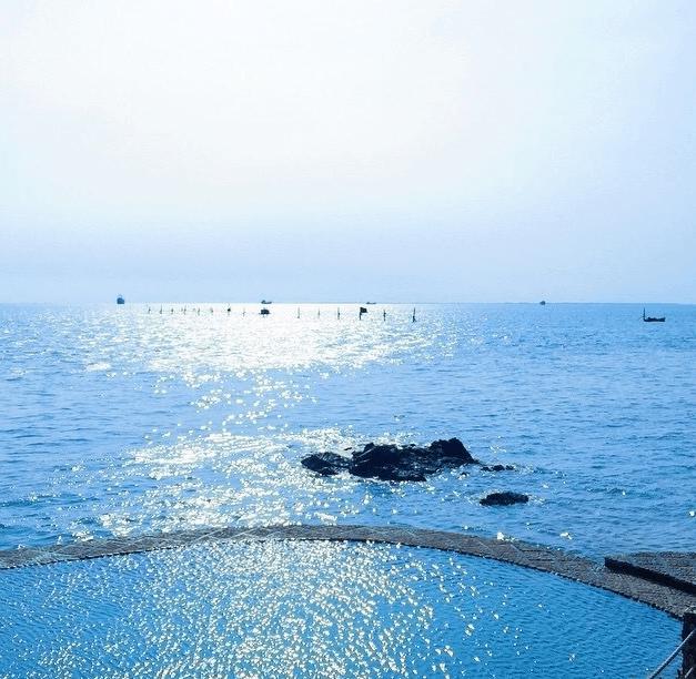Hình ảnh hồ bơi nước mặn ở gần biển