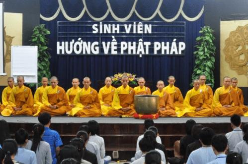 Hình ảnh khóa tu sinh viên hướng về Phật Pháp