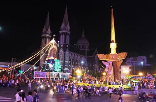 Hình ảnh lễ hội giáng sinh tại nhà thờ chánh tòa Phú Cường