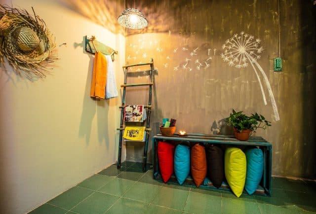 Những mảng tường được trang trí với màu sắc hài hòa (Ảnh: Sưu tầm)