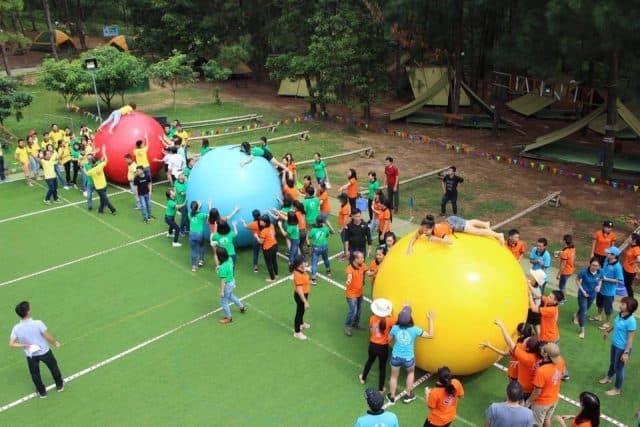 Hoạt động teambuilding ở khu du lịch Bản Rõm