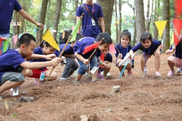 Lớp học Trải nghiệm sinh tồn ở khu sinh thái bản Rõm