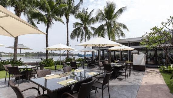 Khung cảnh một quán cafe trong resort Villa Song Saigon