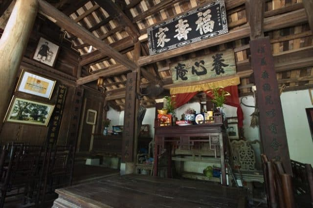 Bên trong một ngôi nhà cổ ở Đường Lâm (Ảnh: Sưu tầm)