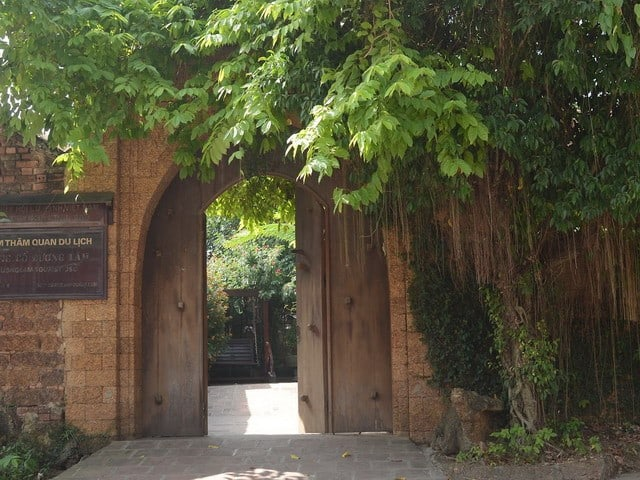 Cổng của một ngôi nhà cổ ở Đường Lâm (Ảnh: Sưu tầm)