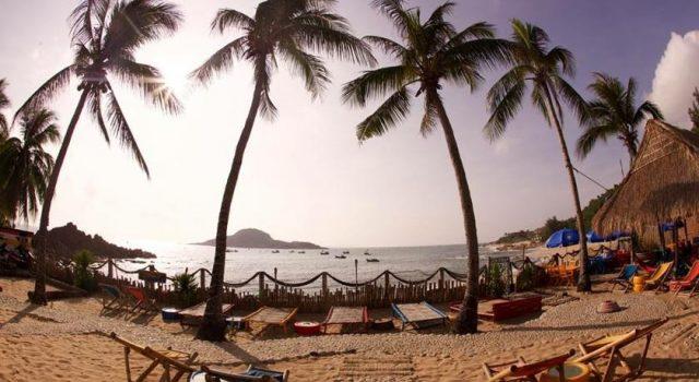 """Life's A Beach nằm """"sát sàn sạt"""" bờ biển (Ảnh: Sưu tầm)"""