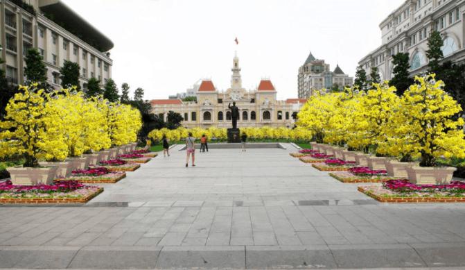 Phố đi bộ Nguyễn Huệ tràn ngập hoa vàng tuyệt đẹp