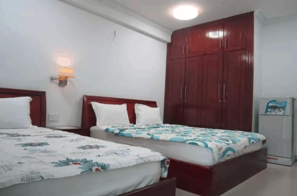 Hình ảnh phòng nghỉ 2 giường lớn tại nhà nghỉ Quý Thành