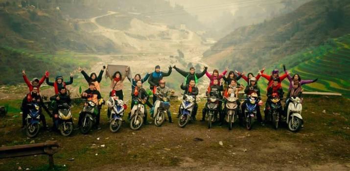 Một nhóm phượt tham gia tour du lịch núi Ngọc Linh. (Ảnh ST)
